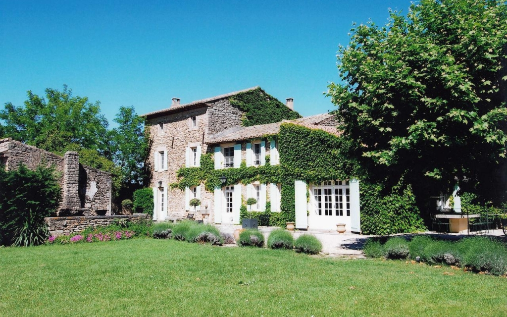 restored farm house avignon
