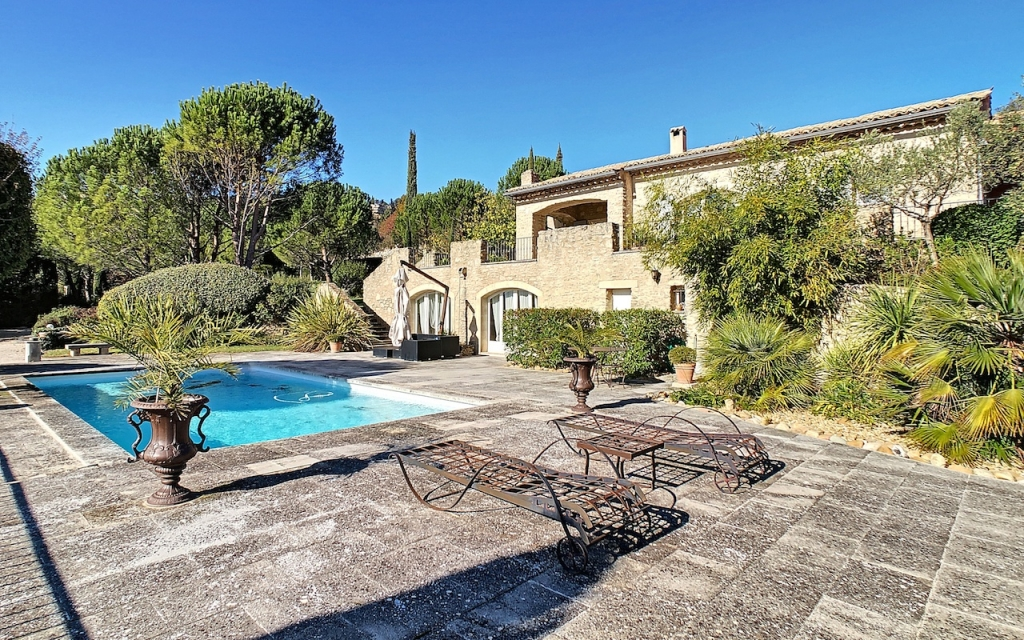 gordes house with view